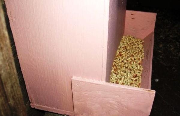 Двухэтажная кормушка для бройлеров
