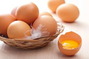 Сколько граммов весит куриное яйцо?