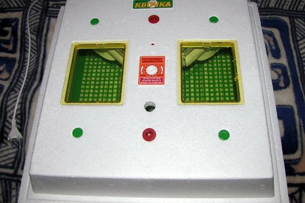 Корпус инкубатора сделан из прочного пинопласта