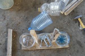 Срезанная бутылка для изготовления кормушки