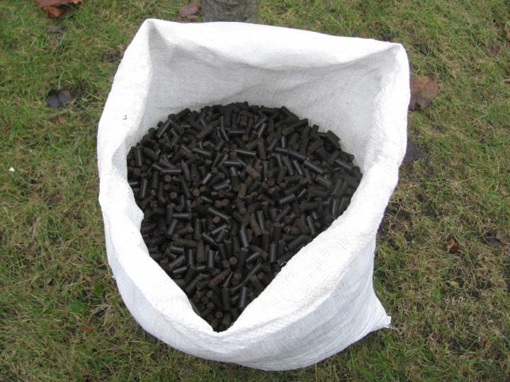 Сухой гранулированный помет в мешке